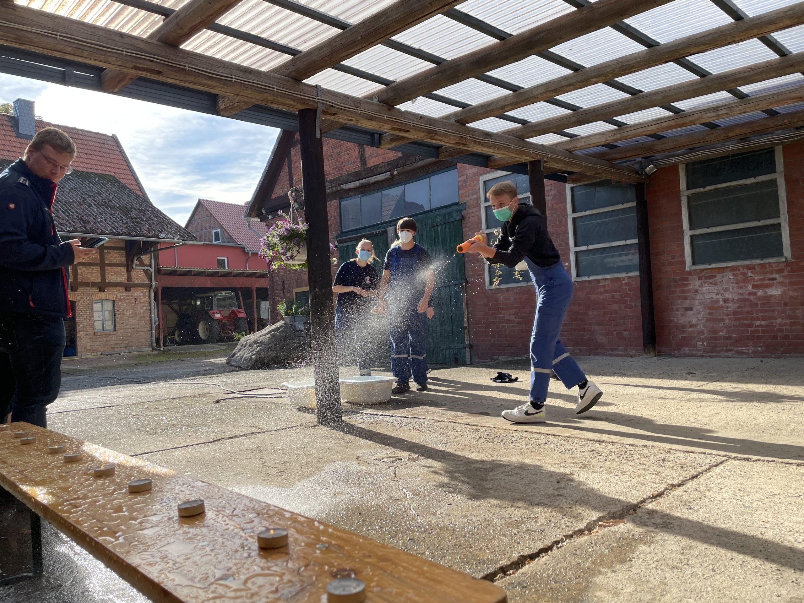 Heuballen retten und Kerzen löschen – Braunschweiger Jugendfeuerwehren nehmen am Stadt-Orientierungsmarsch teil